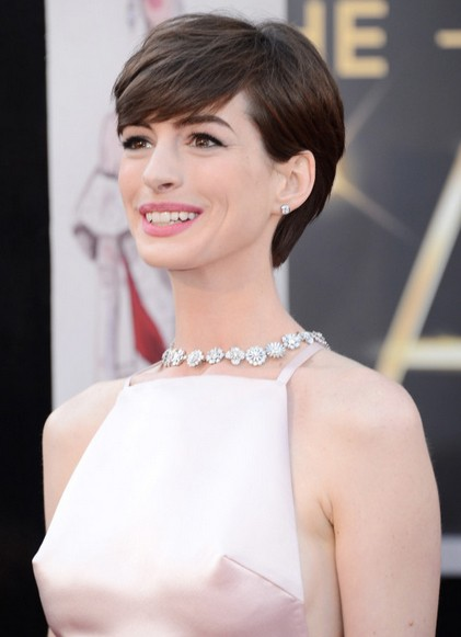 Another Reason Why Everyone Hates Anne Hathaway: She Threw A Massive Fit Over Her Dress At The Oscars