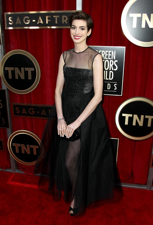 Anne_Hathaway_SAG_Awards_Red_Carpet