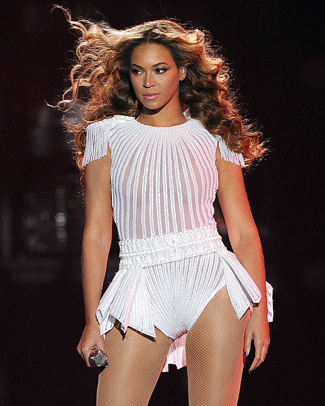 Beyonce Makes A Fan Put Down His Camera at Her Concert