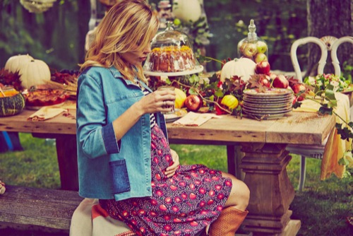 Blake Lively Pregnant - Shows Off Baby Bump On Preserve Website