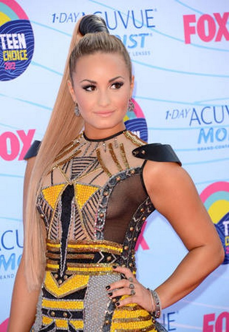 Demi Lovato's Nipplegate At The 2012 Teen Choice Awards
