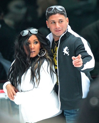 Nicole Polizzi aka Snooki goes for a romantic ice skating with boyfriend Emilio Masella at Rockefeller Center in NYC