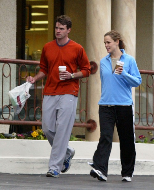 Jennifer Garner and husband Scott Foley go cycling