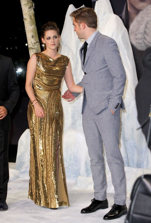 Kristen Stewart Is Making Robert Pattinson Look Like An Idiot