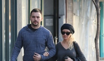 Exclusive... Christina Aguilera & Matthew Rutler Go Book Shopping