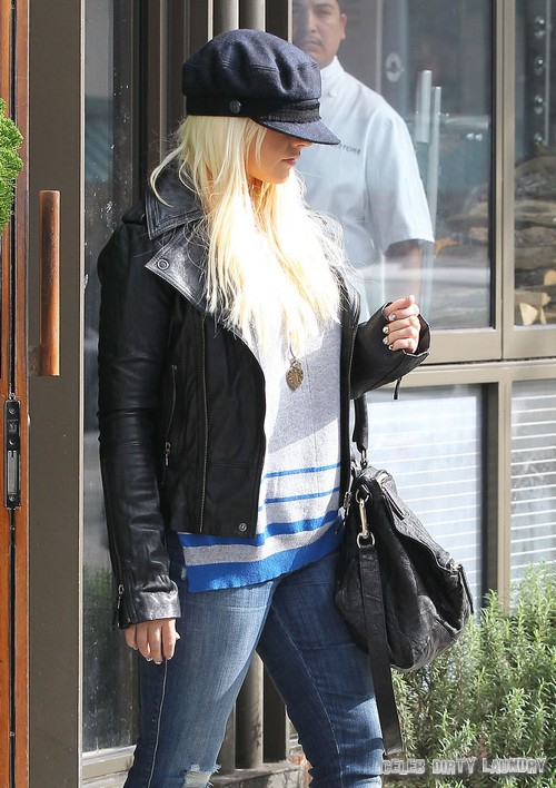 Christina Aguilera Shows Off Her New HOT Body! (Photo)