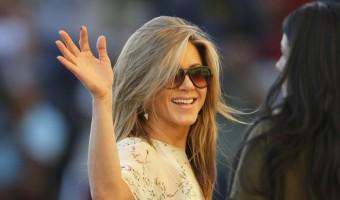 Jennifer Aniston Is Sick Of The Brad Pitt And Angelina Jolie Love Triangle