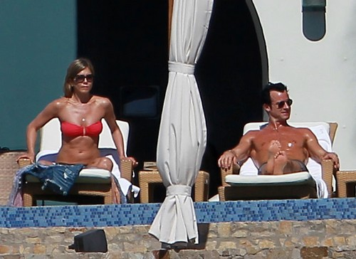Jennifer Aniston and Justin Theroux Relax with Friends in Cabo