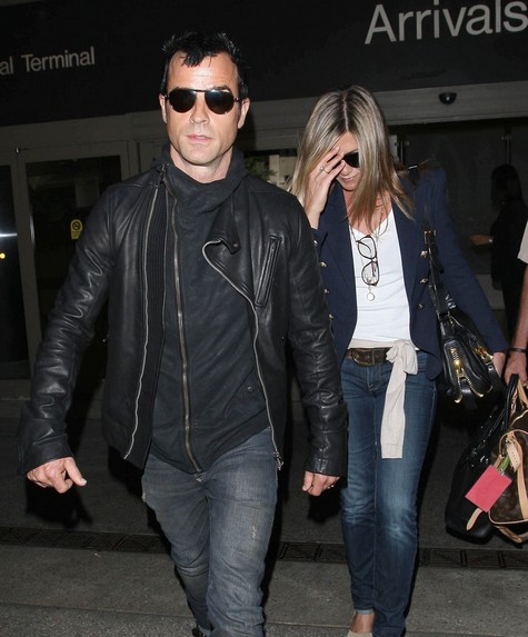 Jennifer Aniston Is Not Marrying Justin Theroux Without A Prenup