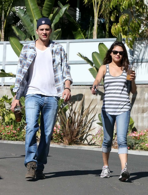 Good News: Mila Kunis' Not Pregnant with Ashton Kutcher's Child