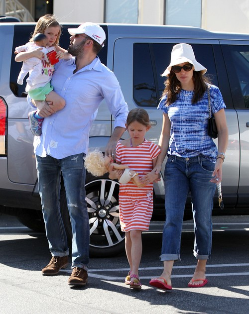 Ben & Jen Take The Family Shopping At The Brentwood Country Mart