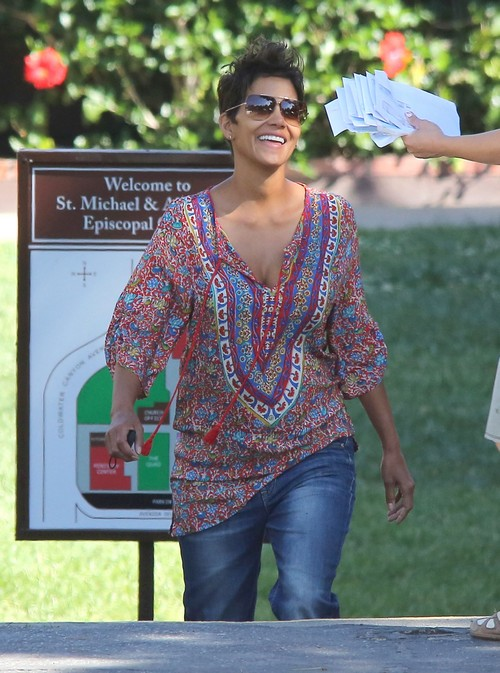 Halle Berry & Nahla Do Some Mother-Daughter Shopping (Photos)