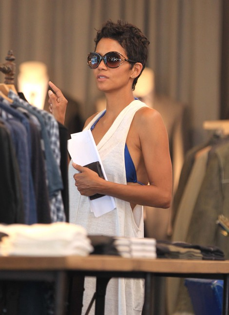 Halle Berry on Brink of Emotional Collapse