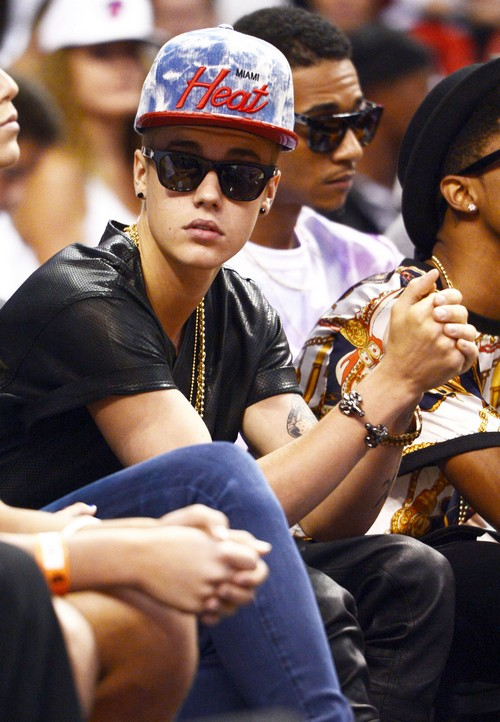 Justin Bieber Denies Fathering Baby At 15-Years-Old