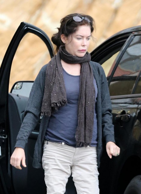 Former Stunning Actress Lara Flynn Boyle Is Just Scary Looking After Too Much Plastic Surgery!