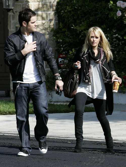 Exclusive: HILARY DUFF And MIKE COMRIE Out And About In Los Angeles (USA ONLY)