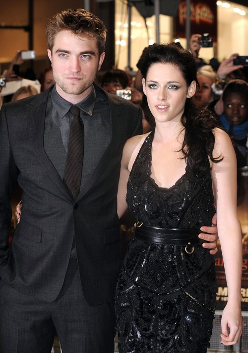 Robert Pattinson Gave Kristen Stewart An Engagement Ring?