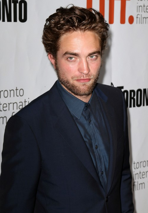 Robert Pattinson Leaving Los Angeles For London - Report