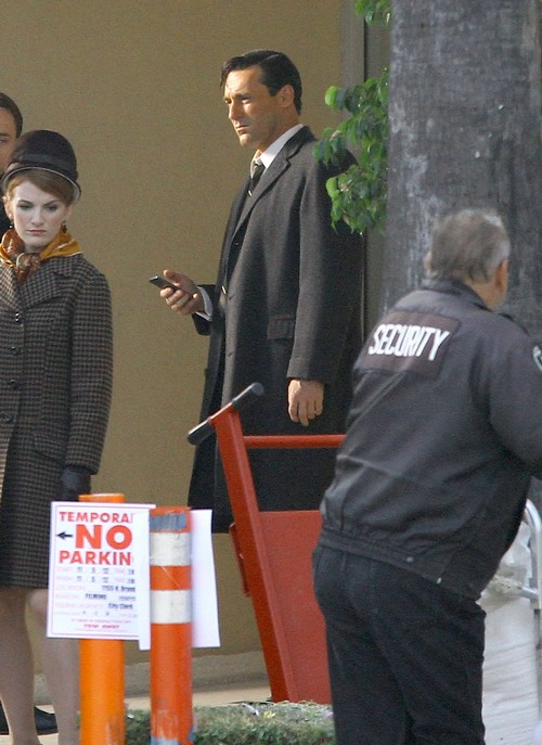 Jon Hamm Spotted On the set of &#8220;Mad Men&#8221; (Photos)