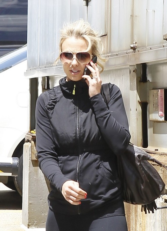 Elisabeth Hasselbeck Works Her Bod And Her Gift For Gab!