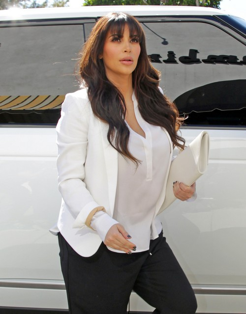 Kim Kardashian Goes Insane: Kris Jenner Suggest Kourtney Karadshian Can Raise Kim's Baby