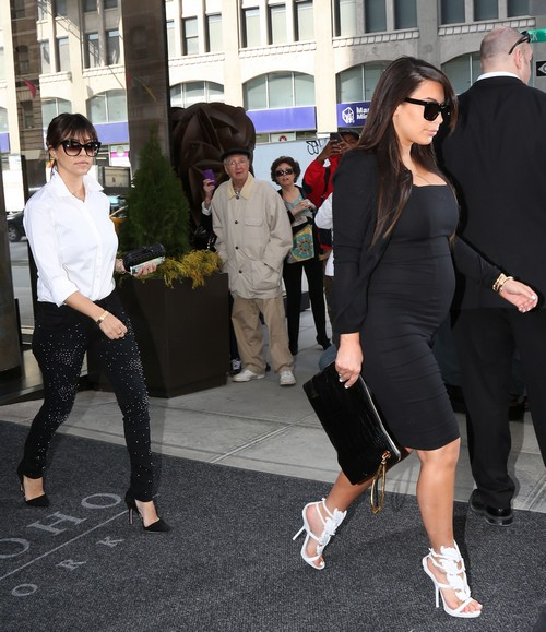 Pregnant Kim Kardashian Leaves Her New York Hotel