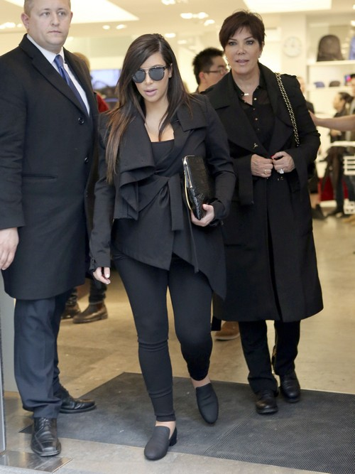 Semi-Exclusive... Kim Kardashian and Kris Jenner Enjoy Paris