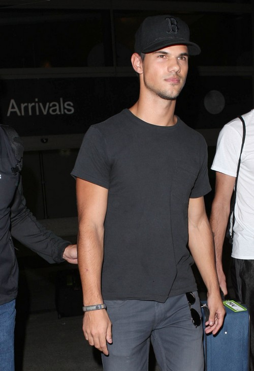 Taylor Lautner Breaks His Silence And Speaks About Kristen Stewart's Cheating