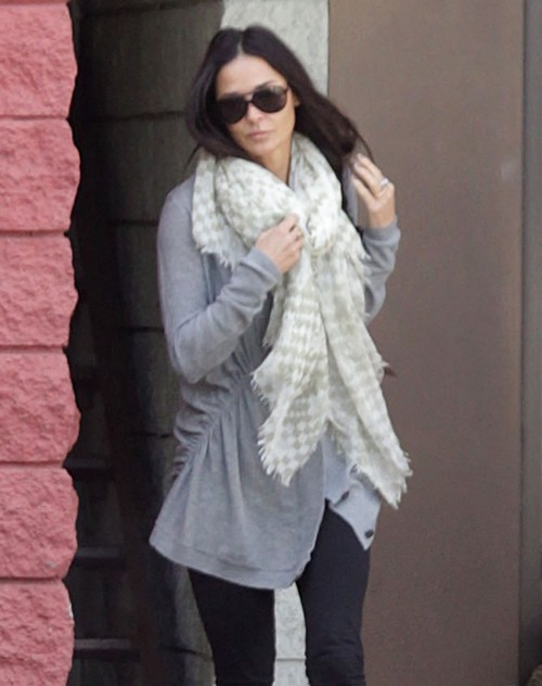 Demi Moore Tries To Move On But Cannot Get Over Ashton Kutcher