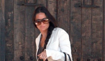 Demi Moore Stops By A Friend's House