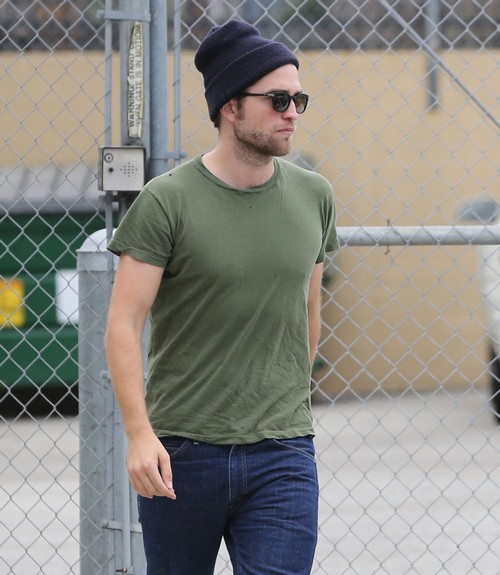 Exclusive... Robert Pattinson Arriving At A Studio In Los Angeles