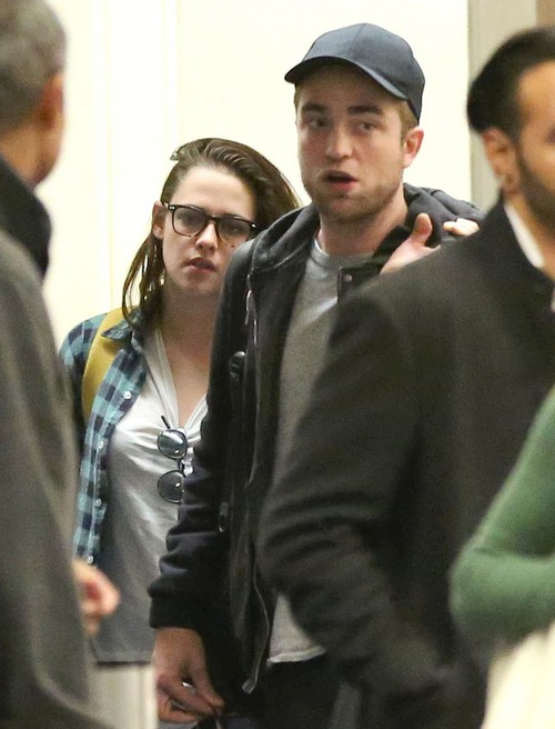 Kristen Stewart and Robert Pattinson Put Break-up Rumors To Rest, Spotted Out With Friends