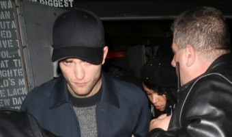 FKA Twigs Trying To Get Robert Pattinson's Money?