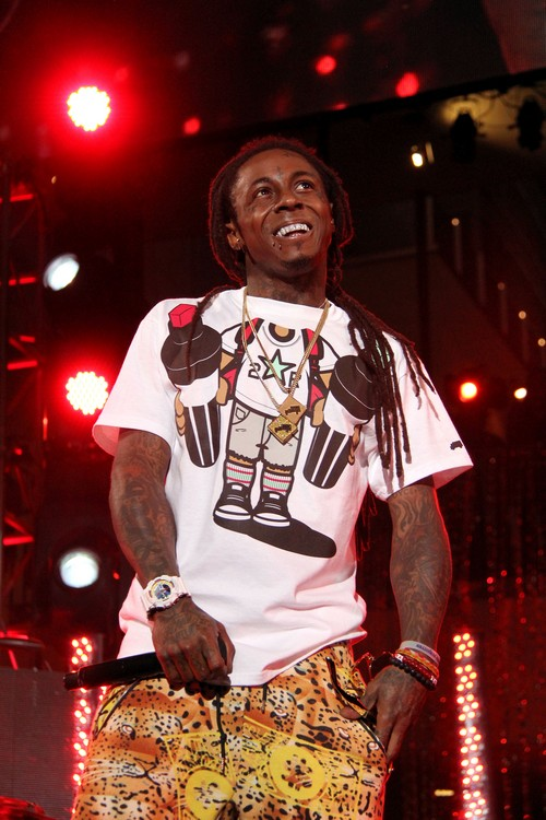 Lil Wayne Has Another Seizure - In ICU In Critical Condition