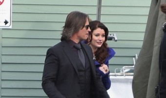 """Robert Carlyle and Emilie de Ravin On The Set of """"Once Upon A Time"""" (Photos)"""