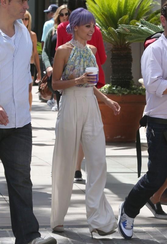 Semi-Exclusive... Nicole Richie Takes A Coffee Break