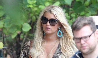 Exclusive... Pregnant Jessica Simpson Out For Lunch In Hawaii NO INTERNET USE WITHOUT PRIOR AGREEMENT