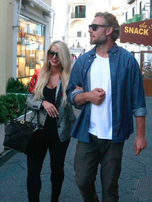 Jessica Simpson & Eric Johnson Step Out In Capri
