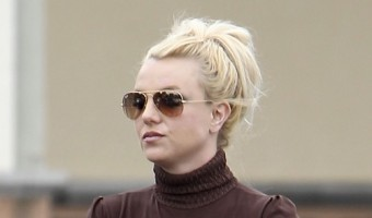 Britney Spears Shops for Groceries