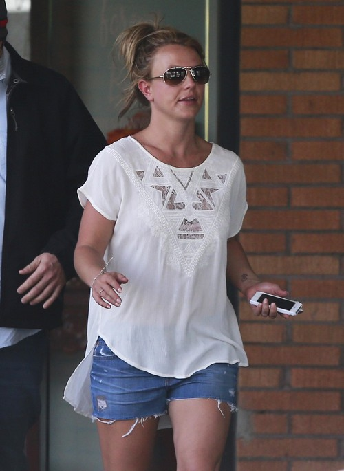 Britney Spears Visits The Forever Bella Spa