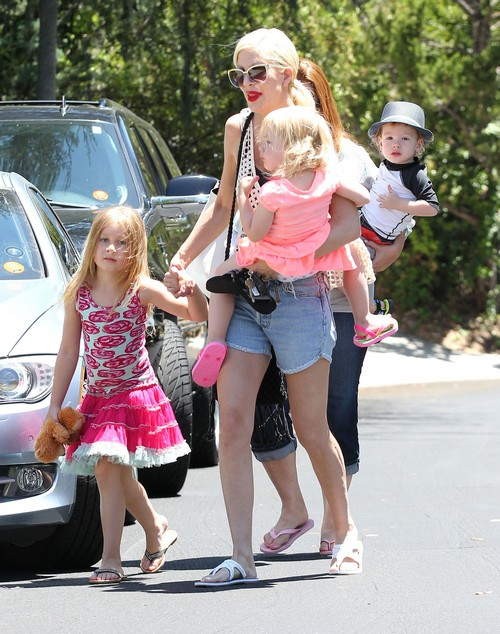 Tori Spelling Tries To Protect Daughter Stella From Dean McDermott Cheating Scandal