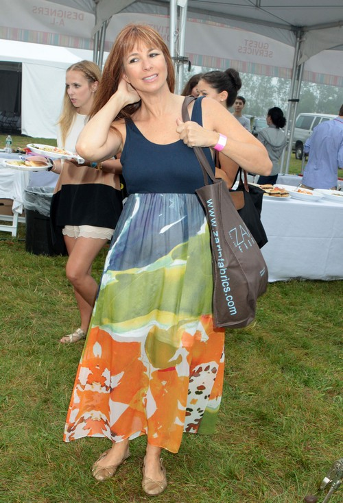 Kelly Ripa Hosts The Largest Garage Sale in Bridgehampton. Long Island