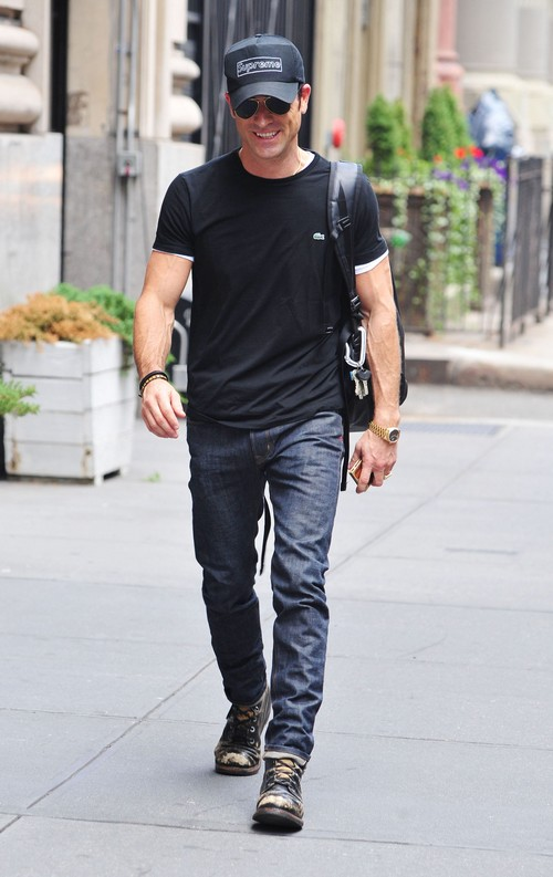 Justin Theroux Spends $1100 On Jeans To Impress Jennifer Aniston