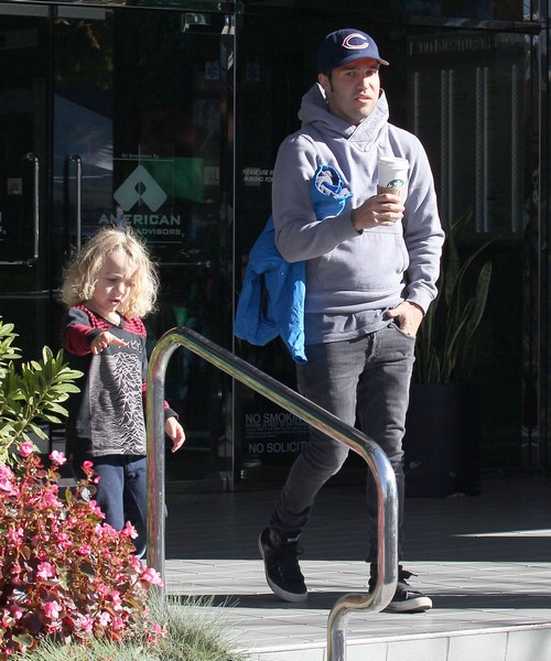 Pete Wentz Wants Full Custody Of Son Bronx, Worried About Ashlee Simpson&#8217;s Drinking