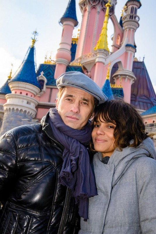 Halle Berry & Olivier Martinez Enjoy A Romantic Trip To Disneyland Paris