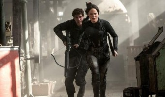 "New ""The Hunger Games: Mockingjay"" Trailer Shows Bloodied Peeta"