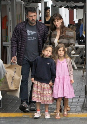 Jennifer Garner And Ben Affleck Divorce: Jennifer Taking Ben To Court And Suing For Full Custody Of Kids