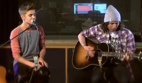 Justin Bieber Sings Like A Professional For The First Time In His Career (Video)