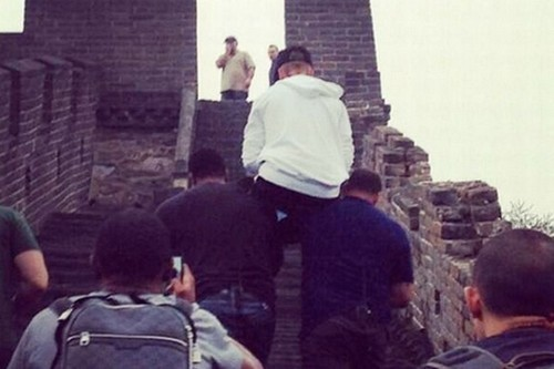 Justin Bieber Continues Acting Like An Ass, Makes His Bodyguards Carry Him On Their Shoulders In China