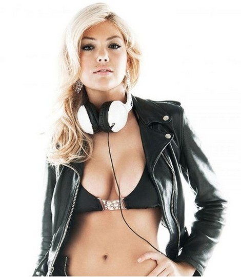 Kate Upton Promotes Headphones In Sexy Add (Photos)
